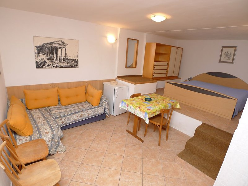 Apartment for three persons in Premantura with internet, alquiler de vacaciones en Premantura