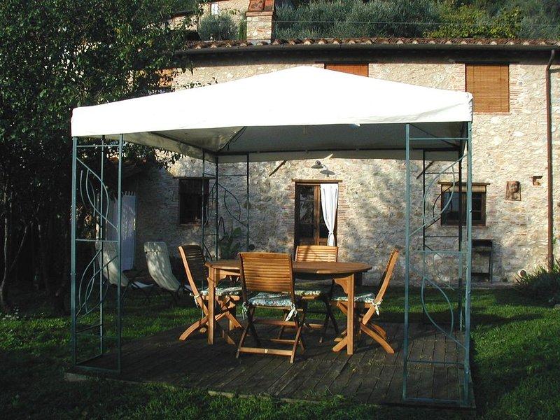 RUSTICO CHIARA, inserito nel verde delle colline di Camaiore, aluguéis de temporada em Camaiore