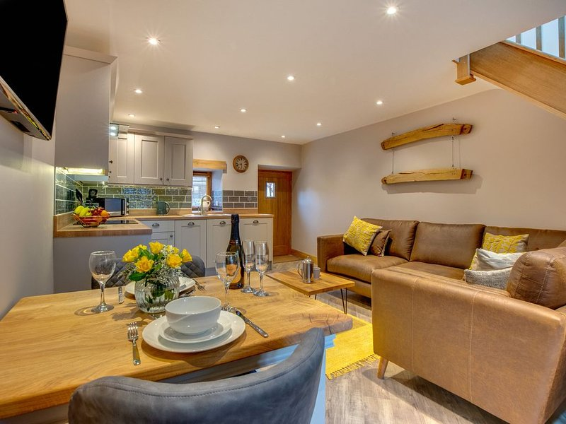 Stylish cottage for 2 providing a beautiful hideaway on the outskirts of Bala, a, vacation rental in Bala