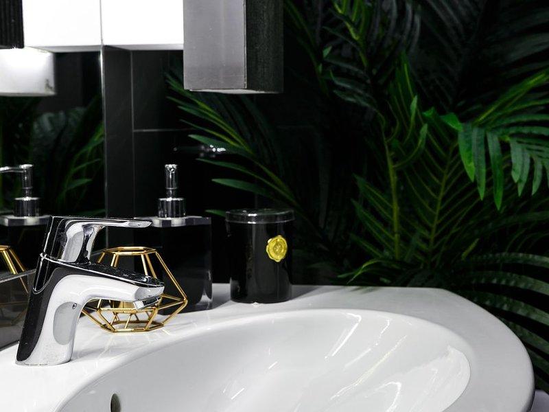 BERGEN · Quiet | 3min to Square 2 bed | 2 bath apt | lift, location de vacances à Cracovie