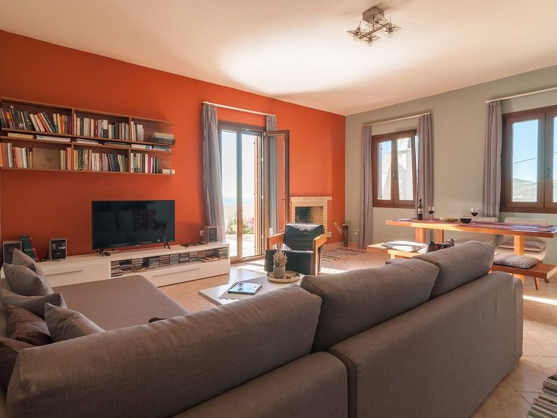PANORAMIC VIEW -FULLY EQUIPPED, IDEAL FOR FAMILIES AND FRIENDS, holiday rental in Glinado