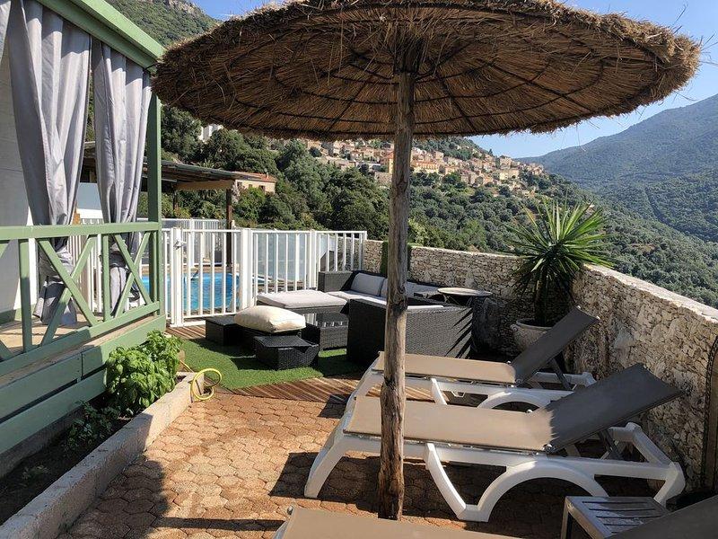 Chalet Vanessa gititel sur propriété privé terrasse 80m2 vue panoramique, location de vacances à Sollacaro