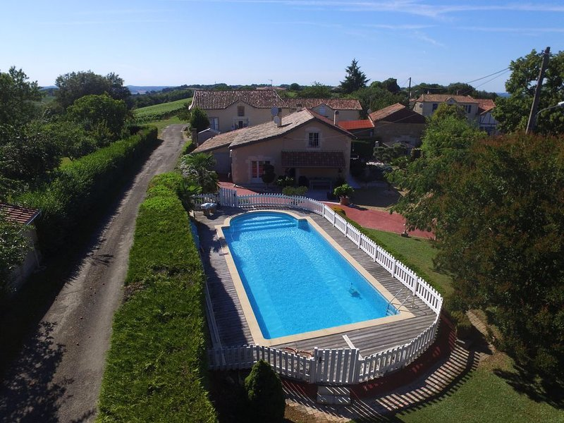 Viella: Maison de caractère, holiday rental in Riscle