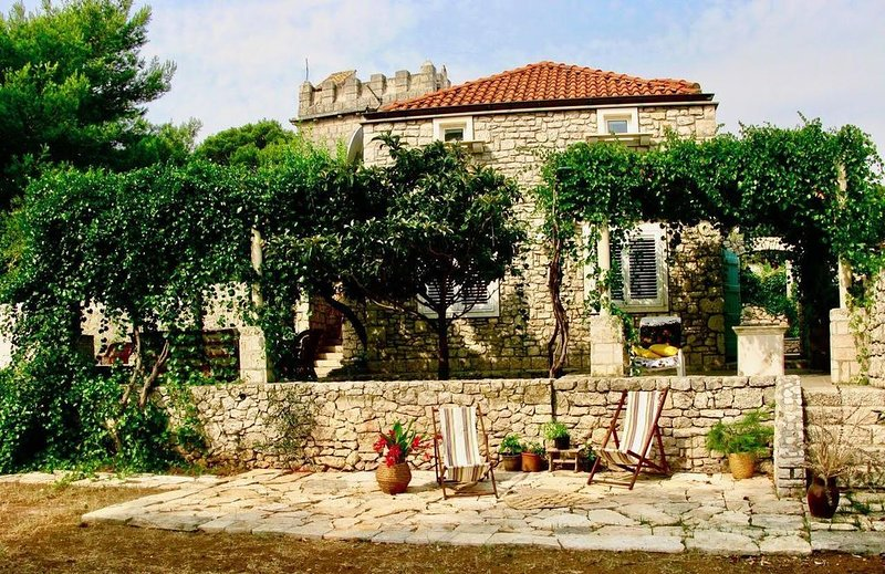 Historic villa with large gardens near the beach., holiday rental in Korcula Island