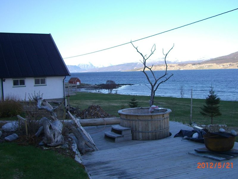 Top modern holiday house with all amenities in idyllic surroundings by the sea, holiday rental in Nordland