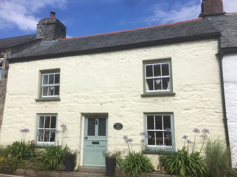 Traditional Cornish cottage  in the beautifull village of Gweek. Short breaks, holiday rental in Gweek