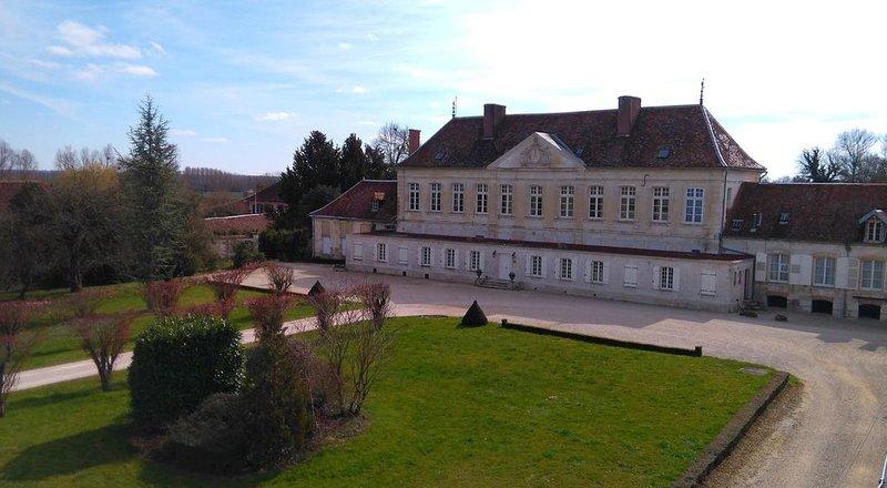 Chambres d'hôtes au château de Brantigny, DES REAULX, holiday rental in Lesmont
