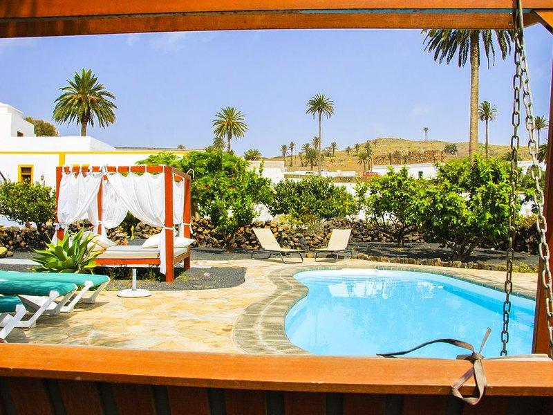 B&BLola y Juan: Habitación con baño privado y piscina climatizada 'HUESPEDES', location de vacances à Hembert