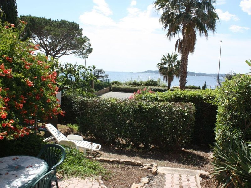 3* appartement T3 villa bd MER PLAGE PARKING JARDIN CENTRE vue*** mer St TROPEZ, location de vacances à Sainte-Maxime