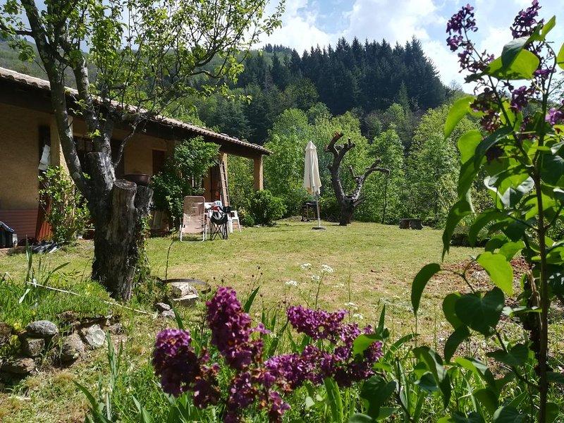 Valgorge, Maison individuelle au calme, en campagne, casa vacanza a Rocles