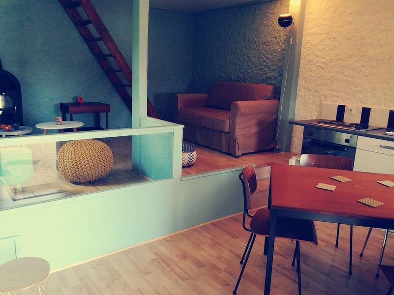 Gîte en pierre 4/6 personnes au coeur de l'Ardèche, holiday rental in Ajoux