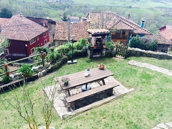 Casa rural (alquiler íntegro) La Xica para 10 personas, holiday rental in Mestas de Con