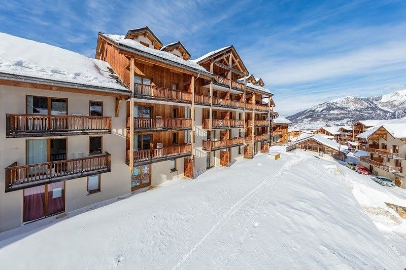Rustic Mountain Apartment. Near the Slopes + Heated Pool., Ferienwohnung in Les Orres