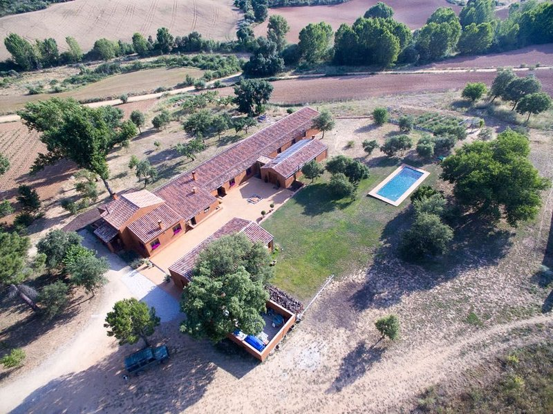 Beautiful hunting lodge available for out of season stays, holiday rental in Patones