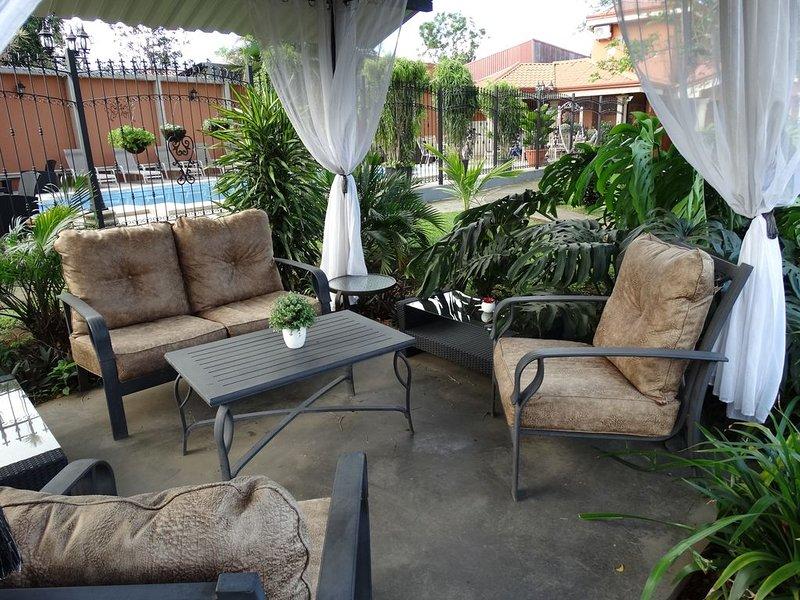 SUITES Y APARTAMENTOS MERLYN AEROPUERTO # 31, OASIS DE PAZ, holiday rental in Santa Barbara