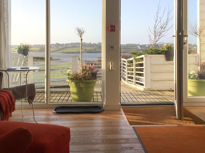 Owain's Lake View -  a pet friendly that sleeps 3 guests in 1 bedroom, location de vacances à Aberffraw