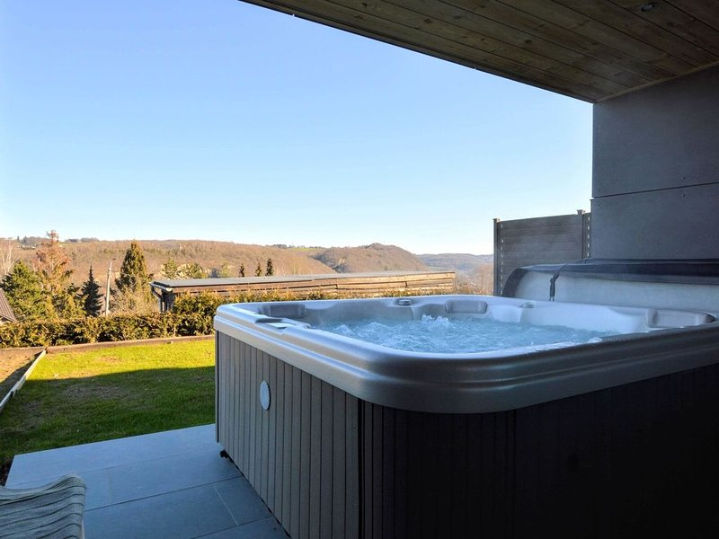 Luxurious Cottage in Awan with Sauna and Jacuzzi, location de vacances à Anthisnes