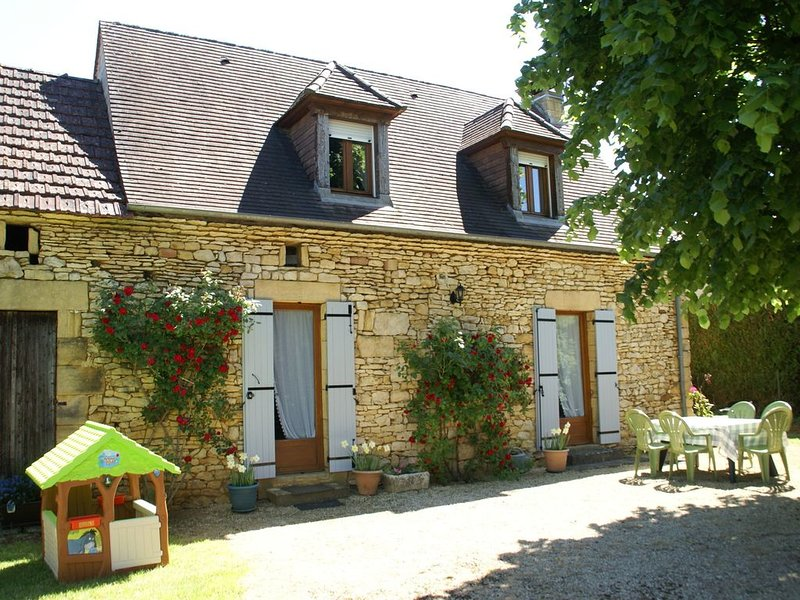 Cozy Holiday Home with Barbecue in Aquitaine, casa vacanza a Prats-de-Carlux