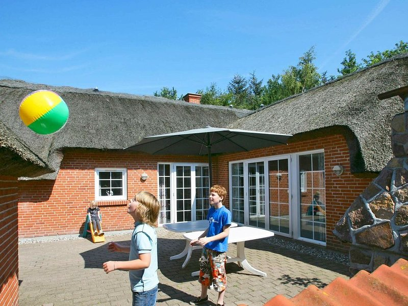 Lovely Holiday Home in Væggerløse with Swimming Pool, location de vacances à South Zealand