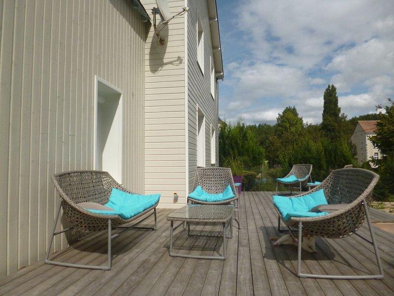 Agréable maison avec piscine privée chauffée, location de vacances à Ingrandes