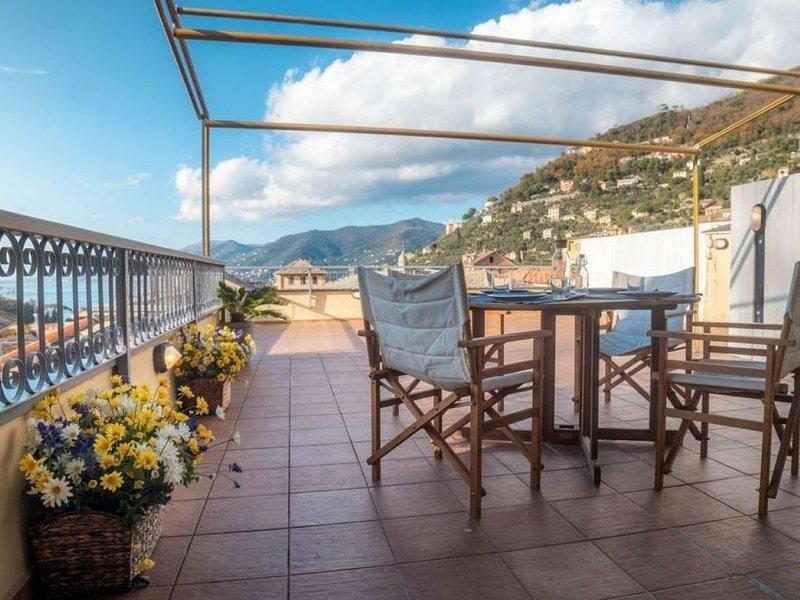 Grande terrazza vista mare, wifi . parchegggio privato ( CITRA 010007-LT-0146), vacation rental in Camogli