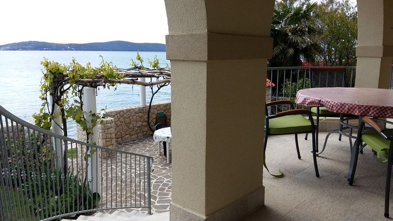 Waterfront Sea is your backyard, holiday rental in Zadar