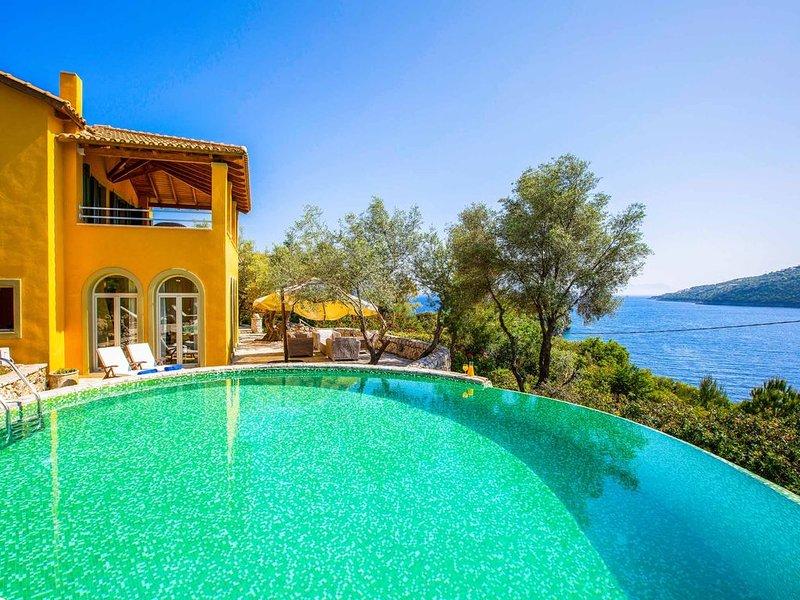 Villa Elpida - Private pool, WI-FI & beautiful sea views, holiday rental in Evgiros