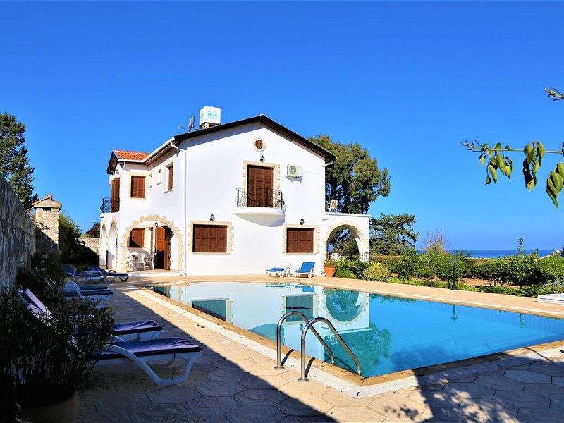Spacious Superior Detached House, Enjoying Panoramic Sea And Mountain Views, alquiler de vacaciones en Lapta