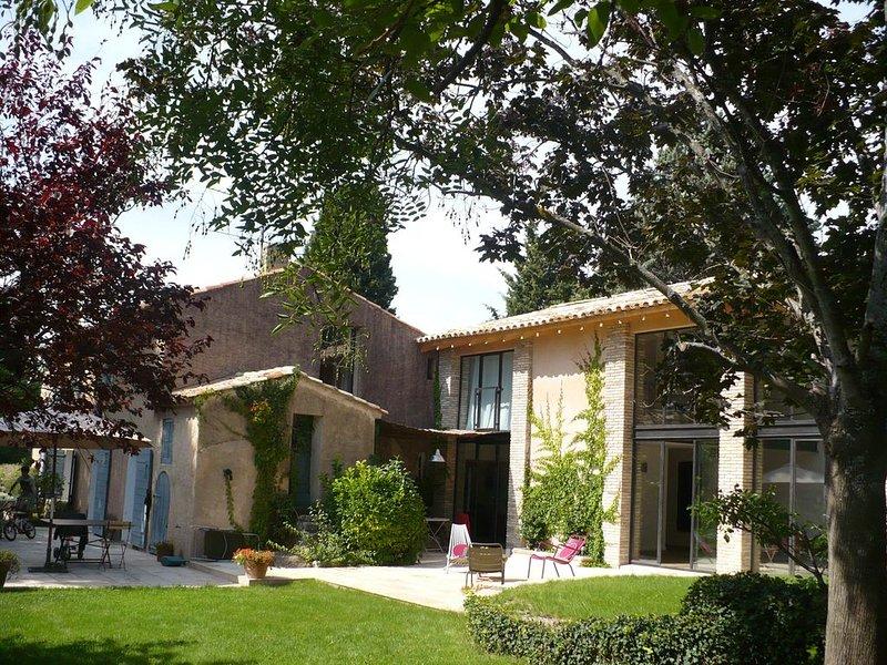 Maison de caractère agrandie et rénovée en 2010 avec piscine privée, holiday rental in Puyricard