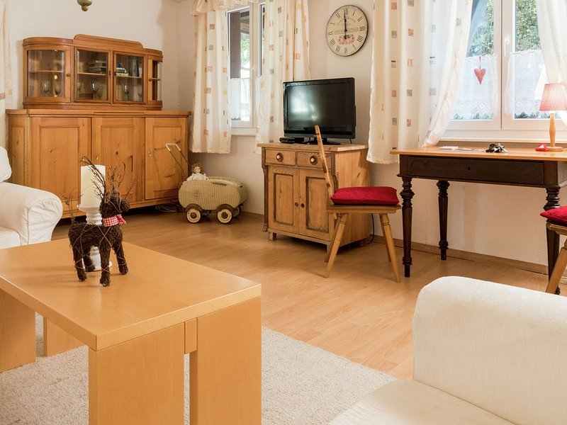 Bright and modern apartment with private terrace in the Black Forest, aluguéis de temporada em Dachsberg
