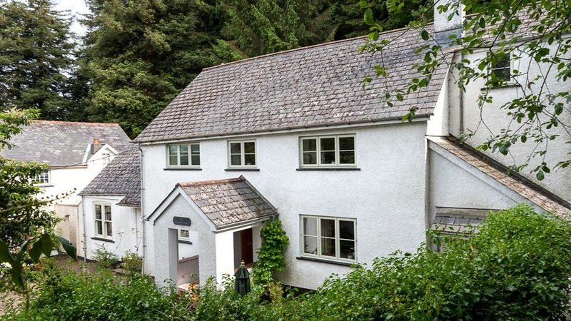 The Mews House - Four Bedroom House, Sleeps 8, holiday rental in Abergavenny
