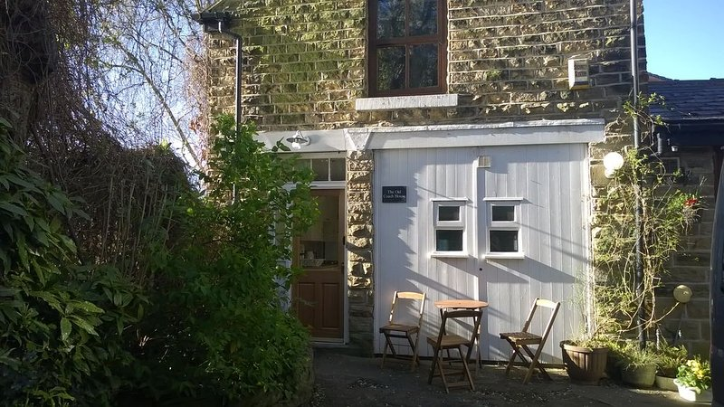 The Old Coach House. Quiet. Private. Historic. 5*. Breakfast included., vacation rental in Sheffield