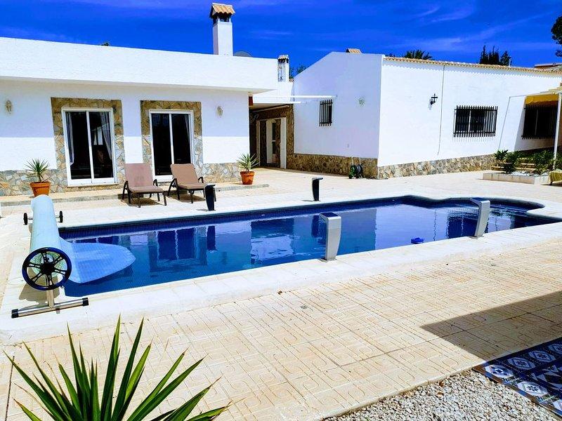 Large Villa walking distance to Fortuna ( 20 mins) and Los Baños de Fortuna, holiday rental in Los Valientes