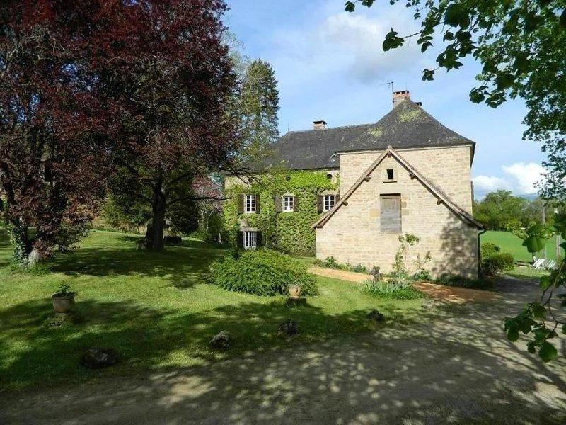 Très belle demeure du 19ème pouvant accueillir 14 personnes, holiday rental in Le Pescher