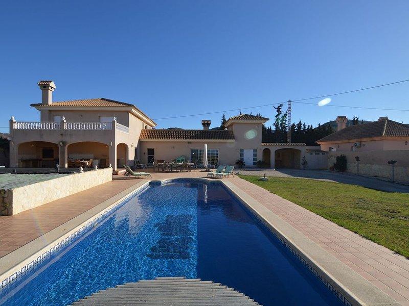 Spacious Villa with Private Swimming Pool in El Algar, holiday rental in Llano del Beal
