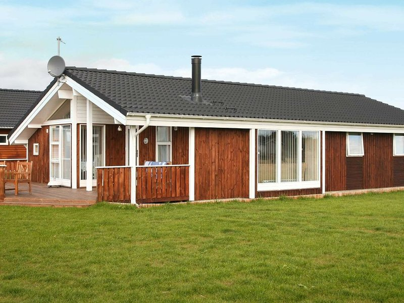 Modern Holiday Home in Rødby Zealand with Whirlpool, location de vacances à Roedby
