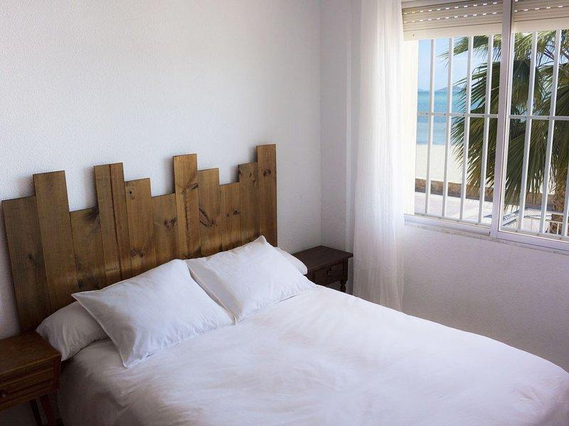 Apartamento exclusivo en primera línea de playa, vacation rental in El Carmoli