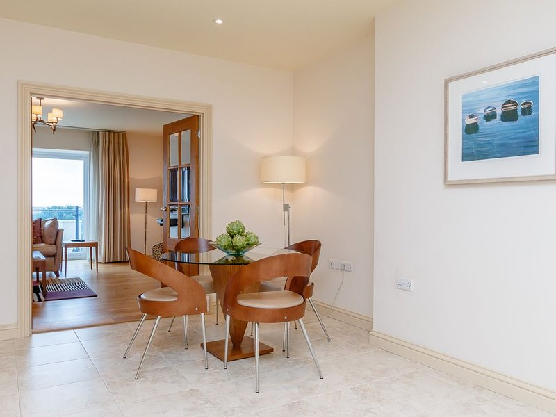 Execulet luxury seafront apartments in historic Milford Haven, holiday rental in Herbrandston
