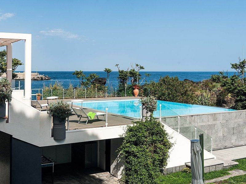 Villa Anemone - Iris, holiday rental in Stazzo