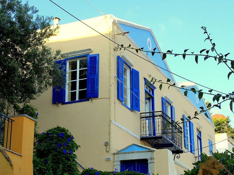 Traditional Greek Villa With Stunning Views of Symi Harbour, holiday rental in Ano Symi