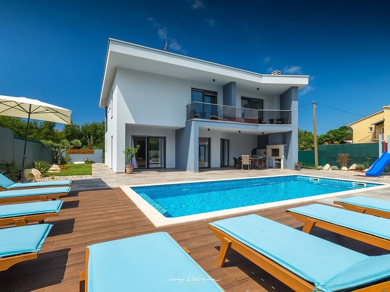 Beautiful modern villa with pool in Porec, vacation rental in Porec