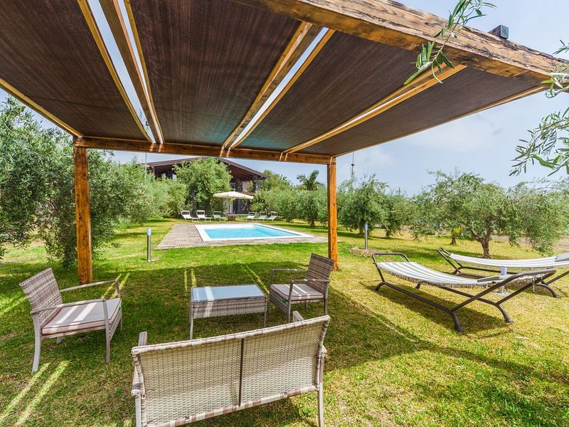 Private Pool, sea view, lovely outdoor spaces, vacation rental in Aci San Filippo