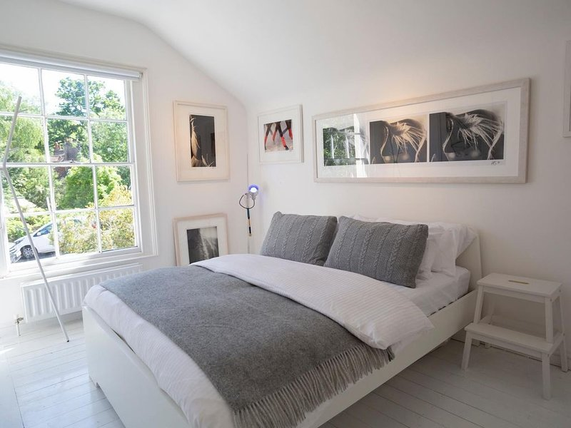 Beautiful 3 bed designer cottage fabulous location, holiday rental in Haslemere