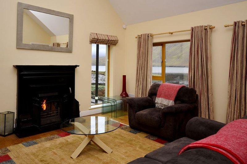 Apartment 256 - Leenane - sleeps 5 guests  in 3 bedrooms, holiday rental in Leenane