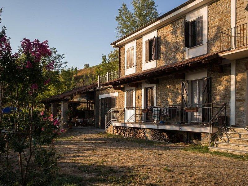 Casa in pietra immersa nella natura per vacanze relax con la famiglia, casa vacanza a Bistagno