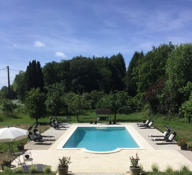 Beautiful converted barn, sleeps 16+, private heated pool, close to river beach, vacation rental in Janaillat