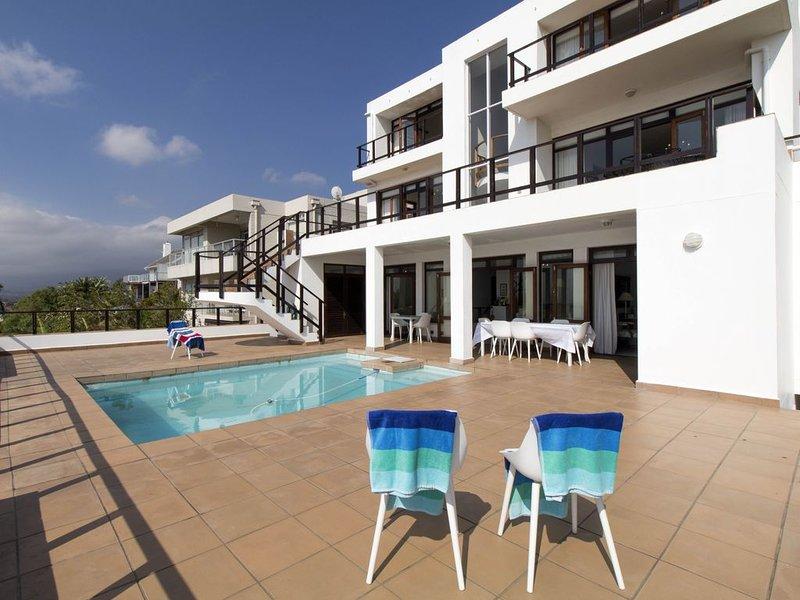 16 Suikerbossie - Grand 6 Bedroom Family Home, location de vacances à Gordon's Bay