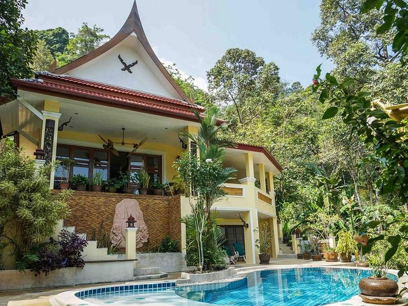 Phuket: Poolvilla dans jardin tropical pres des plages  Phuket, vakantiewoning in Nai Thon