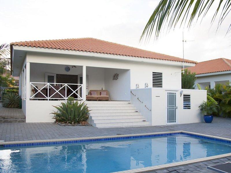 Luxe villa te huur met privé zwembad op curacao, aluguéis de temporada em Jan Thiel