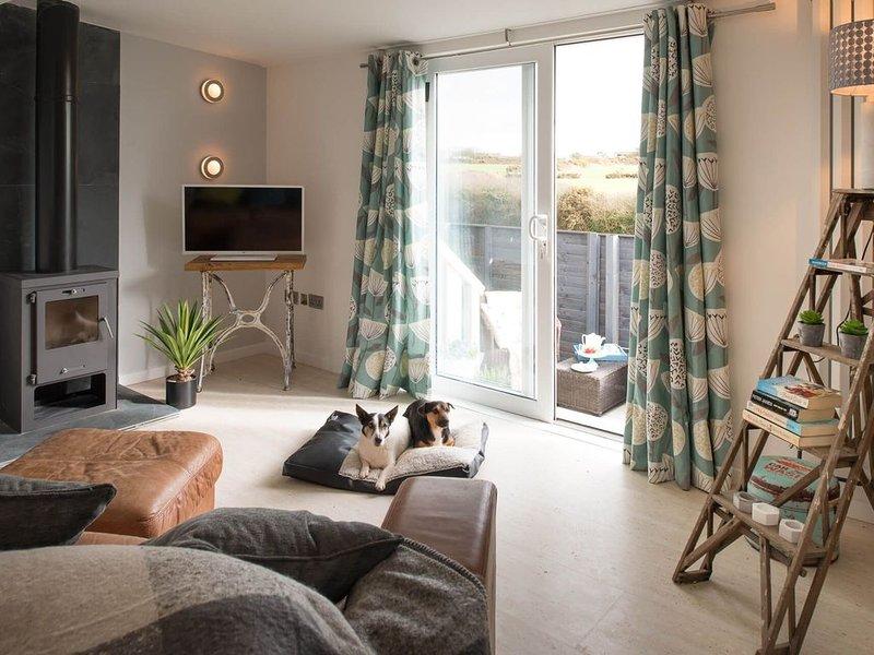 Bryn Bach -  a pet friendly that sleeps 2 guests  in 1 bedroom, location de vacances à Aberffraw